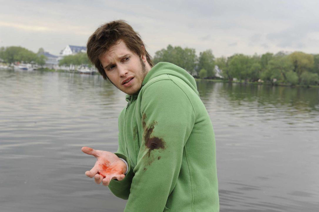 Die Polizei hat von Jojos (Bernhard Bozian) Unterschlupf erfahren. Als er flüchten möchte, wird er angeschossen ... - Bildquelle: SAT.1