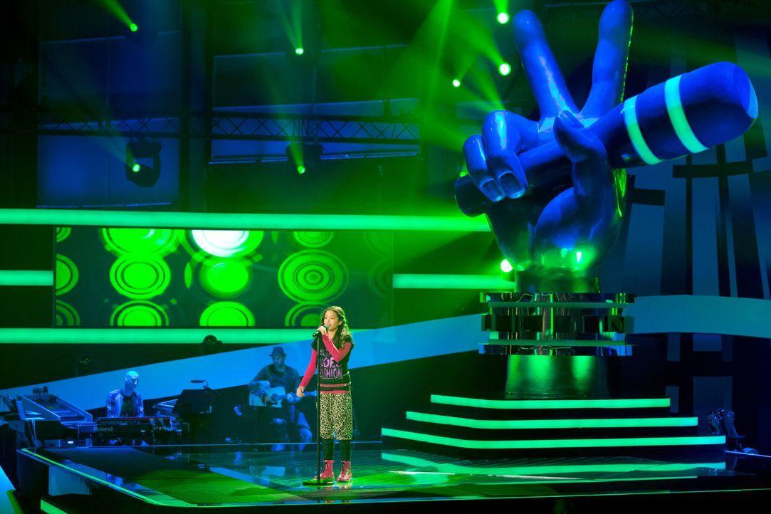 """In drei """"Blind Auditions"""" präsentieren sich die jungen Sängerinnen und Sänger den drei Coaches ... - Bildquelle: Richard Hübner SAT.1"""