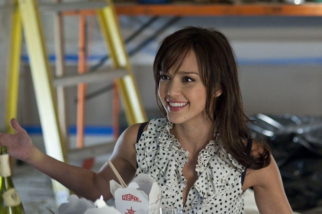 Die bildhübsche Pharmavertreterin Andi Garcia (Jessica Alba) sorgt mit ihrer ganz besonderen Kampagne bei Greg Focker und seiner Familie für viel... - Bildquelle: Glen Wilson 2010 Universal Studios & DW Studios LLC
