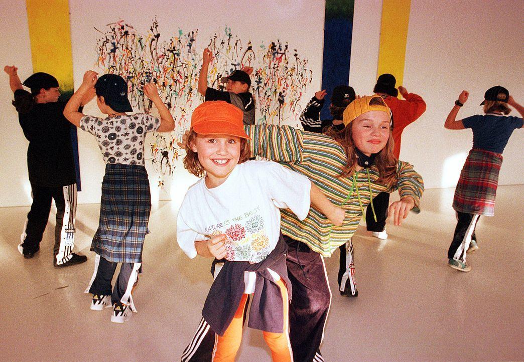 tanzkurz-98-02-09-dpa - Bildquelle: dpa