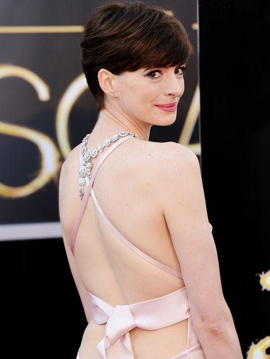 Oscars-Roter-Teppich-130224-Anne-Hathaway-AFP - Bildquelle: getty-AFP