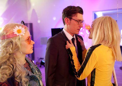 Zwischen Hotte, Emma und Jenny bahnt sich ein Eifersuchtsdrama an ... - Bildquelle: David Saretzki - Sat1