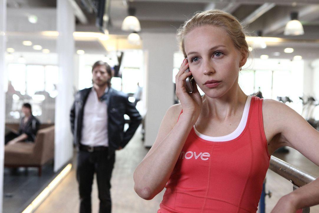 Schon seit langem wünscht sich Hanna (Petra Schmidt-Schaller, r.) ein Kind. Doch immer wieder gelingt es Jan (Sebastian Ströbel, l.), ihr dies aus... - Bildquelle: Vanessa Fuentes SAT.1