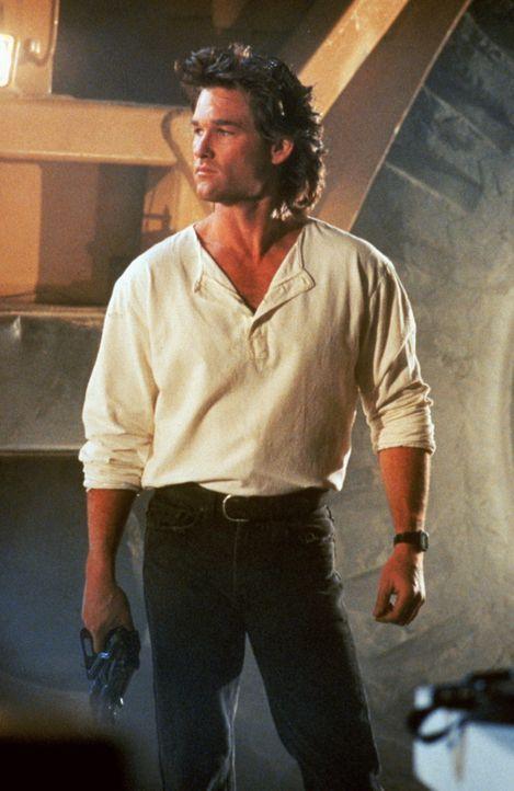Ermittelt seit jeher auf eigene Faust, doch eines Tages muss der Cop Gabriel Cash (Kurt Russell) sein Einzelgängertum aufgeben, um zu überleben ..... - Bildquelle: Warner Brothers