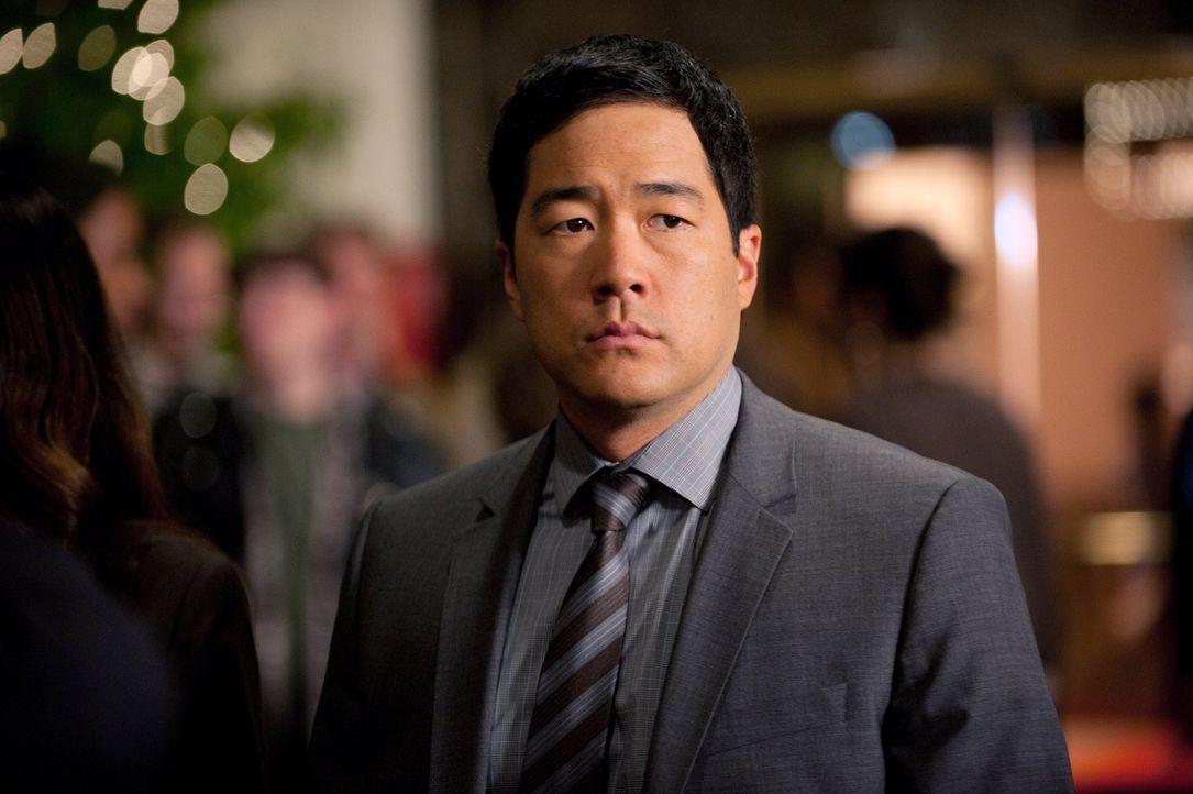 Ermittelt in einem Casino um den Mord an einem Ex-Mitarbeiter aufzuklären: Kimball (Tim Kang) ... - Bildquelle: Warner Bros. Television