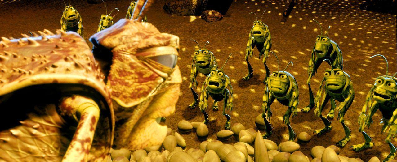 Der gefräßige Hopper (l.) und seine Grashüpfer-Bande sorgen einmal im Jahr für Unruhe auf der Ameiseninsel ... - Bildquelle: Disney/Pixar