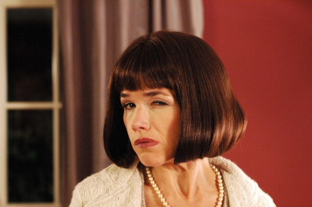 Anke Engelke als neurotische Claudia - Bildquelle: Martin Lässig Sat.1