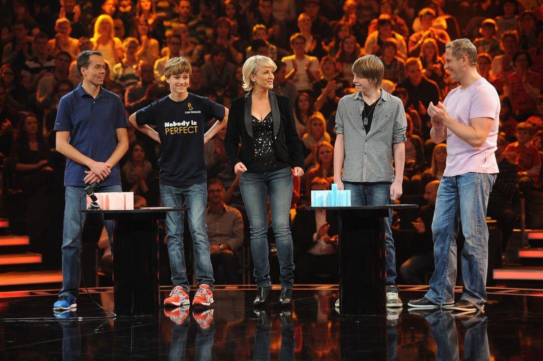 Ulla Kock am Brink (M.) mit ihren Kandidaten Andreas (l.), Jan Marsfeld (2.v.l.), Niklas (2.v.r.) und Markus Blonski (r.) ... - Bildquelle: Willi Weber SAT.1