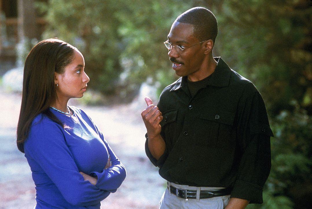 Dr. Dolittle (Eddie Murphy, r.) versteht sich blendend mit seiner Tochter Charisse (Raven Symone, l.), auch wenn diese immer wieder über die besonde... - Bildquelle: 1998 Twentieth Century Fox Film Corporation. All rights reserved.