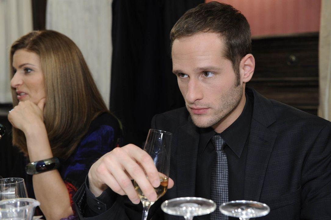 Als Richard die Familie zu einem Essen einlädt, um die Verlobung zu feiern, will Annett ihren Bruder vorher unter vier Augen von ihren Plänen unte... - Bildquelle: SAT.1