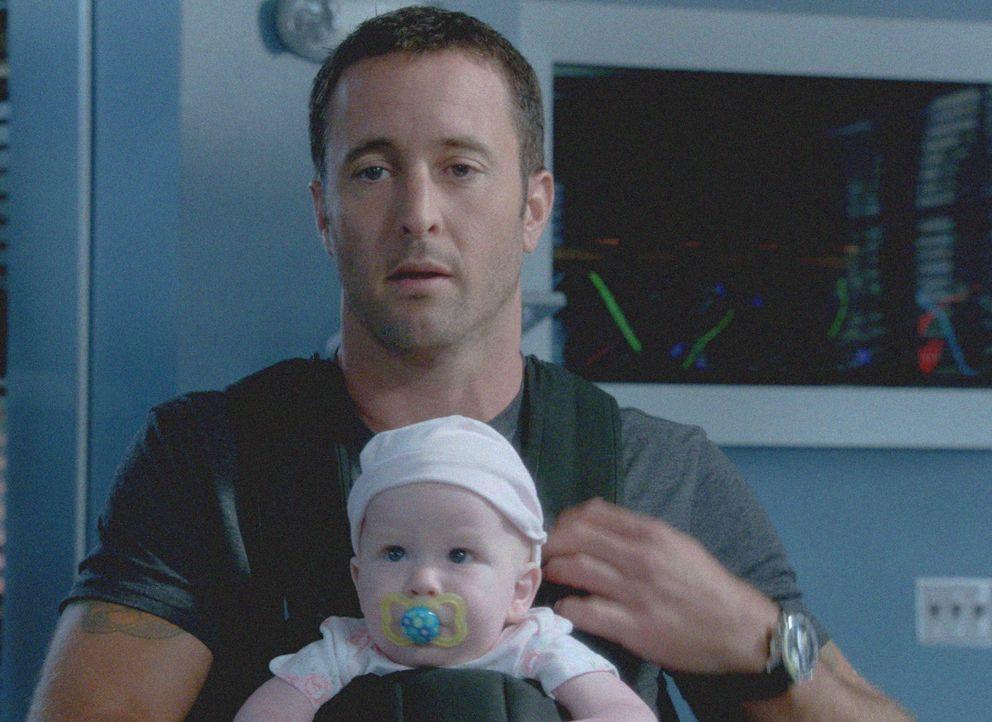 Während sie sich mit dem Mord an einem verdeckten Ermittler befassen, werden Steve (Alex O'Loughlin) und seine Kollegen plötzlich als Babysitter i... - Bildquelle: 2013 CBS BROADCASTING INC. All Rights Reserved.