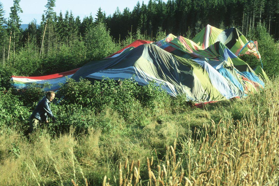 Ballon nach Landung im Westen 1979 (Originalaufnahme). - Bildquelle: Heimatmuseum Naila