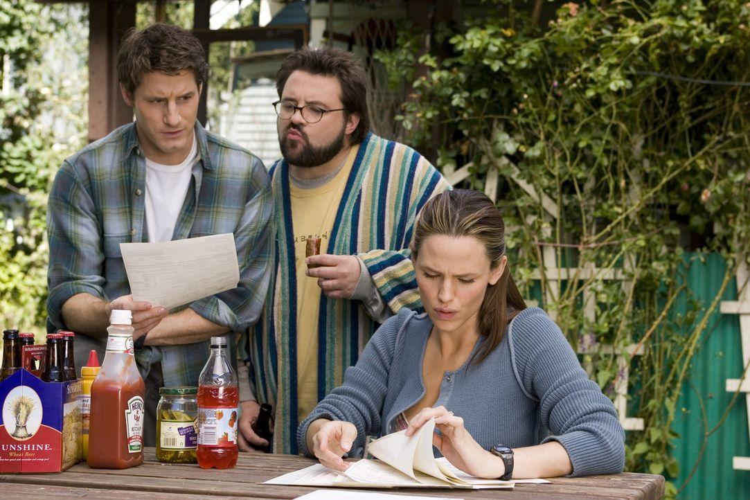 Nach dem Tod ihres Verlobten kann Gray (Jennifer Garner, r.) das Haus alleine nicht halten und so bieten Sam (Kevin Smith, M.) und Dennis (Sam Jaege... - Bildquelle: Sony Pictures Television International