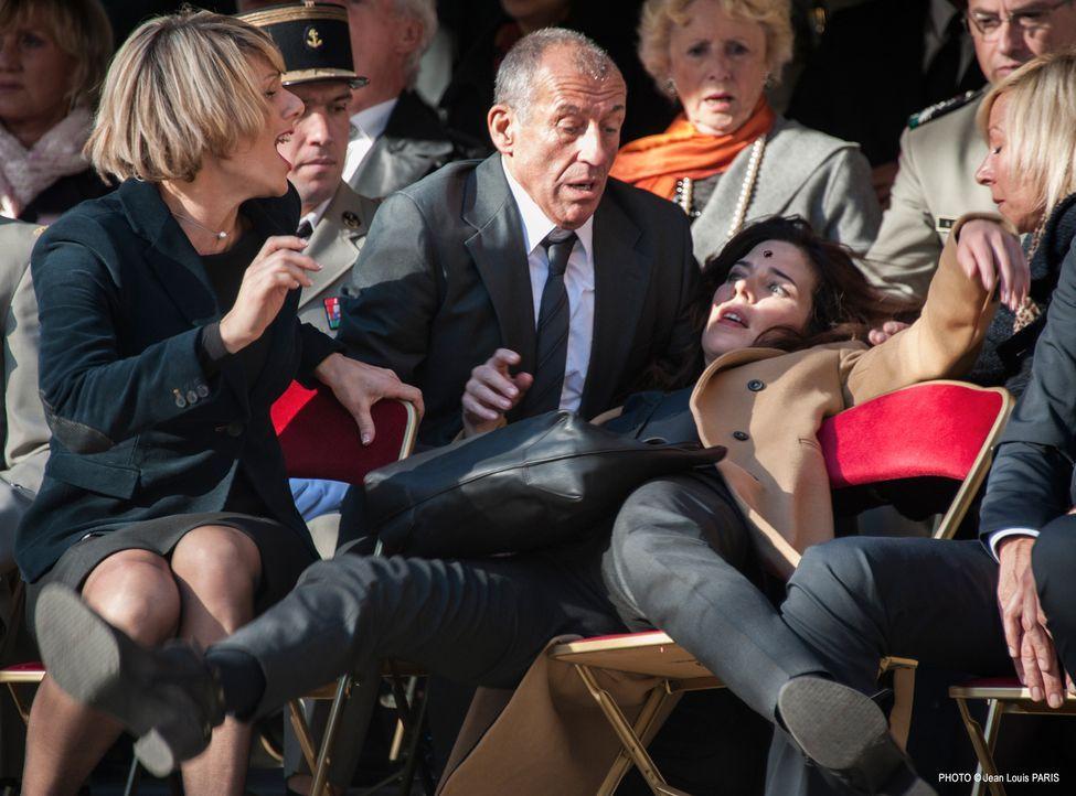 Die junge Sportmedizinerin Cécile Duchamp (Marie-Gaëlle Cals, M.) wird auf einem Militärevent erschossen. Jemand hat in mehreren Gewehren die Platzp... - Bildquelle: Jean Louis PARIS