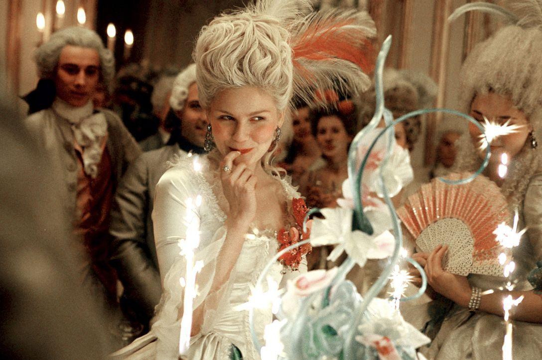 Ihr 18. Geburtstag wird gebührend gefeiert. Für einen Moment vergisst Marie-Antoinette (Kirsten Dunst) den großen Druck, der auf ihren Schultern... - Bildquelle: 2006 I Want Candy, LLC. All Rights Reserved.
