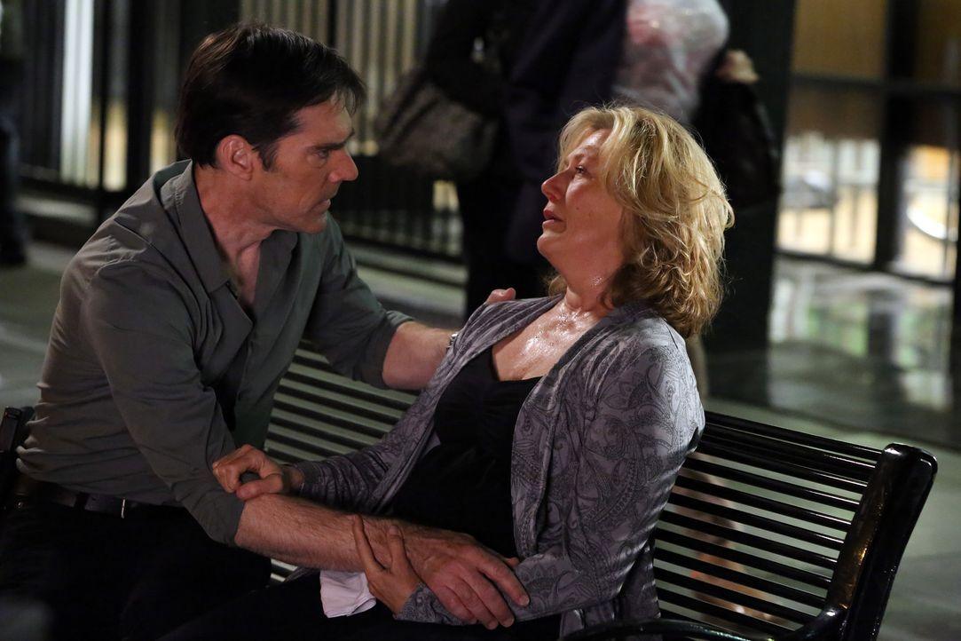Ist Hotch (Thomas Gibson, l.) noch rechtzeitig gekommen, um Erin Strauss (Jayne Atkinson, r.) zu retten? - Bildquelle: ABC Studios