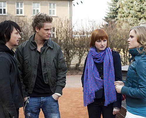 Ahnen die Ausmaße des Unfalls noch nicht: Ben, Sophie, Ronny und Caro ... - Bildquelle: David Saretzki - Sat1