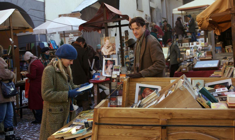 Bücher spielen eine große Rolle im Leben von Meggie (Eliza Bennett, l.) und ihrem Vater Mo (Brendan Fraser, r.). Noch versteht Meggie jedoch nicht... - Bildquelle: Warner Brothers