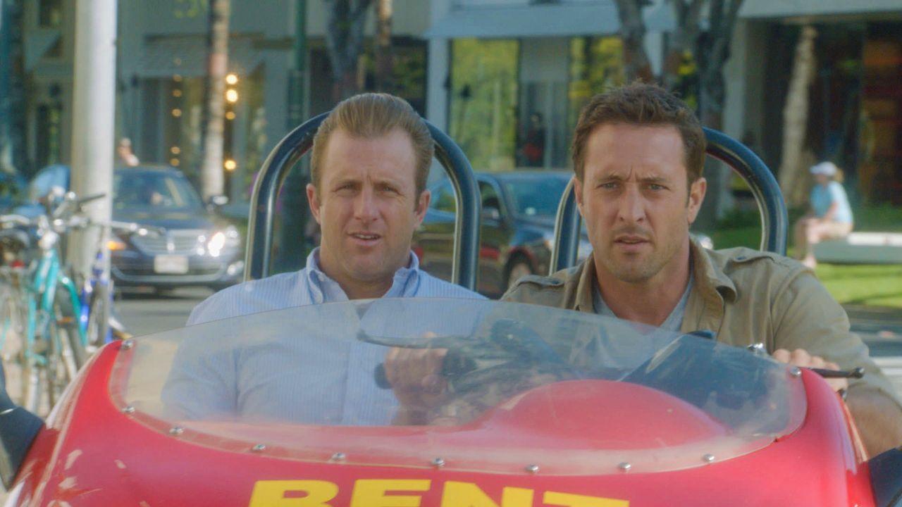 Bei den Ermittlungen in einem neuen Fall: Danny (Scott Caan, l.) und Steve (Alex O'Loughlin, r.) ... - Bildquelle: 2013 CBS Broadcasting Inc. All Rights Reserved