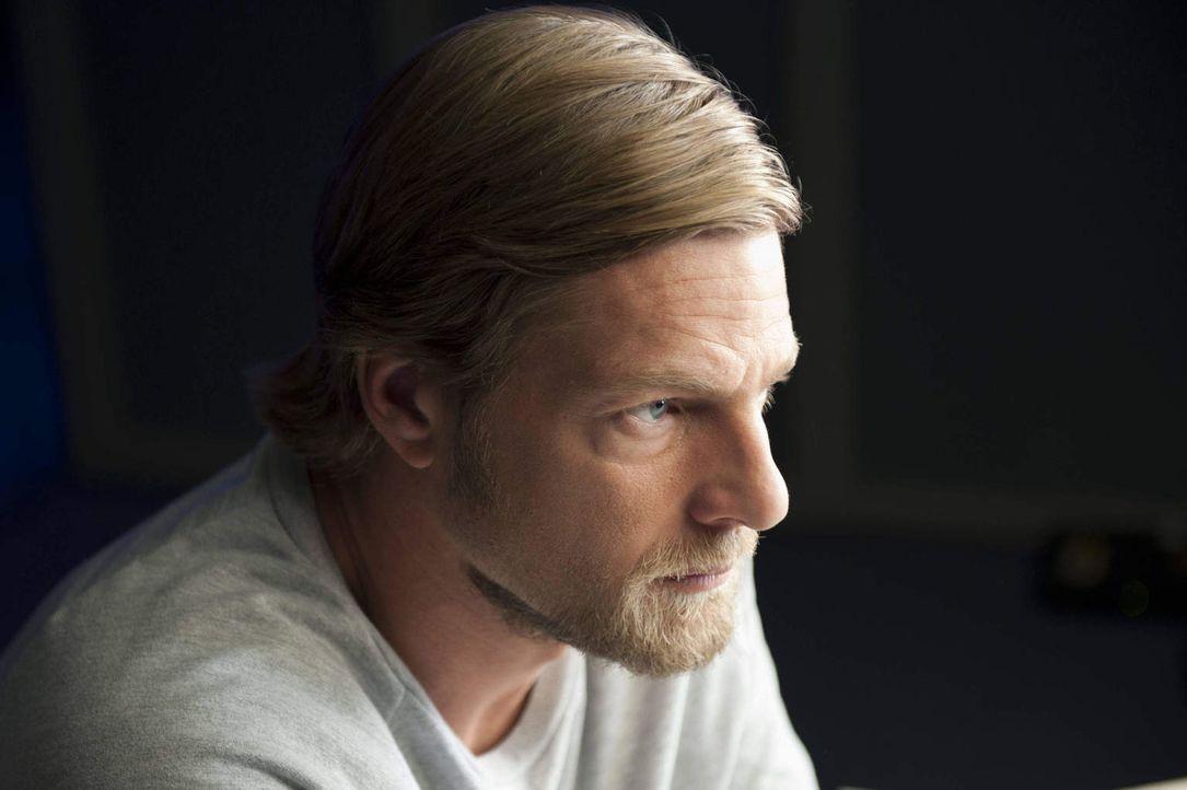 (2. Staffel) - Einerseits hofft Mick (Henning Baum) darauf, dass Lisa zu ihm zurückkehrt. Andererseits kann er es aber nicht ertragen, dass Meisner... - Bildquelle: Martin Rottenkolber SAT.1