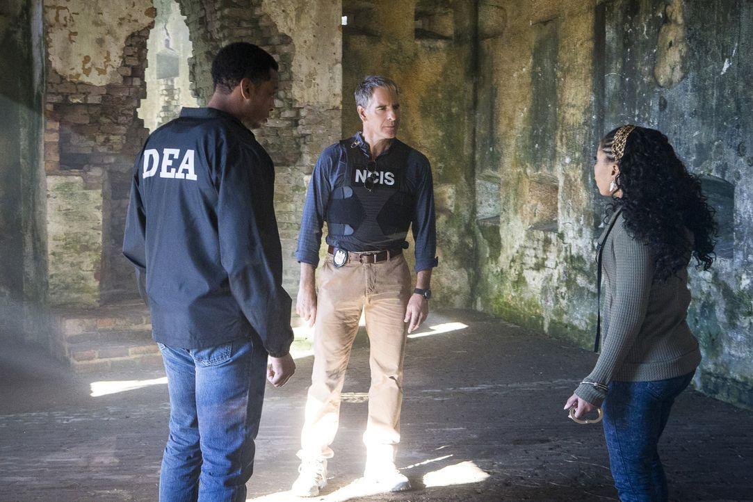 Pride (Scott Bakula, M.) kann nicht glauben, dass Sonja (Shalita Grant, r.) ihren Undercover-Einsatz bei einem Drogenring auf Agent Will Banks (Joe... - Bildquelle: Skip Bolen 2016 CBS Broadcasting, Inc. All Rights Reserved