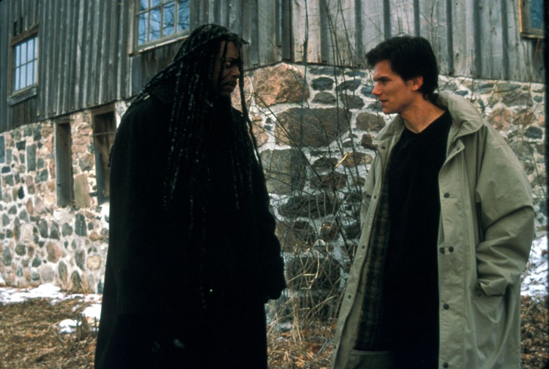 "Bei seinen Ermittlungen trifft Romulus (Samuel L. Jackson, l.) auf Joey Peasley ""No-Face"" (Jay Rodan, r.) ... - Bildquelle: Francise Productions"