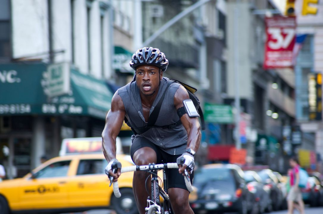 Als Wilee erfährt, was hinter dem Auftrag steckt, schwingt er sich sofort wieder auf sein Rad, um seinem größten Rivalen Manny (Wolé Parks) beizuste... - Bildquelle: 2012 Columbia TriStar Marketing Group, Inc.  All rights reserved.
