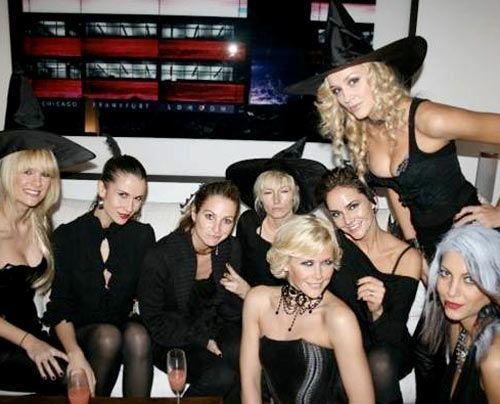Verena und ihre Halloween-Hexen (von links Freundin Monica Ivancan, Jelena, Steffi, Jenny Winkler, Anne Wis, Judith, Irassa) - Bildquelle: privat
