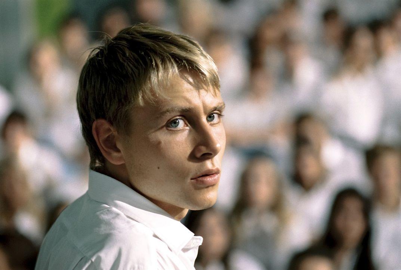 Voller Enthusiasmus steigt Marco (Max Riemelt) in der Experiment seines Lehrers ein, der hautnah zeigen möchte, dass jeder anfällig für totalitä... - Bildquelle: Constantin Film