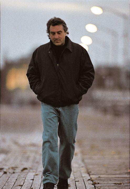 Der geschiedene Cop Vincent LaMarca (Robert De Niro) lebt einzig und allein für seinen Beruf. Doch ein neuer Fall zwingt ihn, sich seiner eigenen Ve... - Bildquelle: Warner Bros.