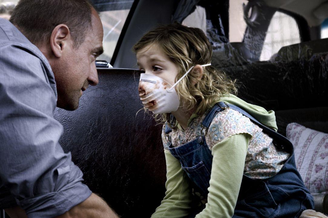 Frank (Christopher Meloni, l.) ist völlig verzweifelt, denn seine kleine Tochter Jodie (Kiernan Shipka, r.) hat sich mit dem tödlichen Virus infizie... - Bildquelle: 2006 Ivy Boy Productions Inc. - All Rights Reserved