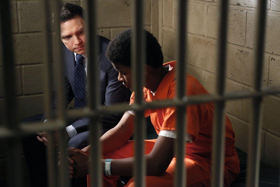 Nach alldem was geschehen ist, versucht Adam (Nathan Corddry, l.) Willie (Trevor Jackson, r.) zu helfen ... - Bildquelle: Warner Bros. Television