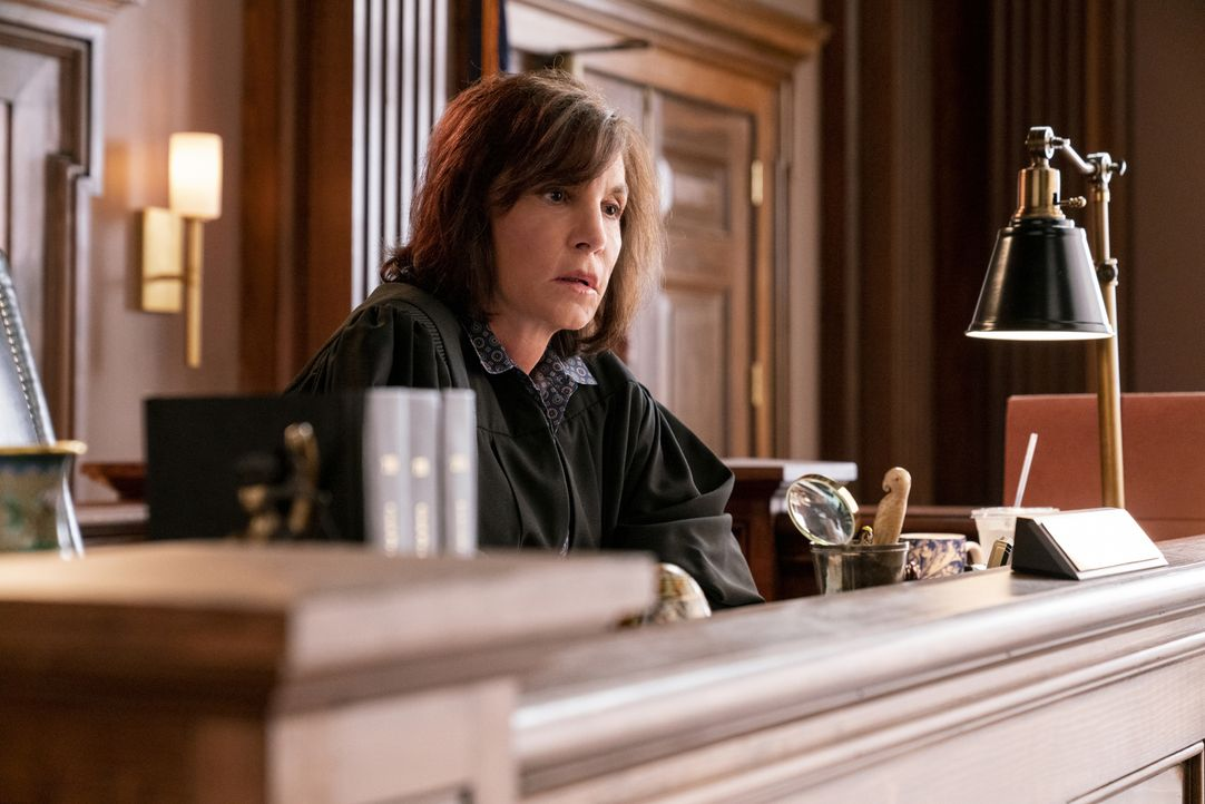 Richterin Tessa Hudson (Mercedes Ruehl) - Bildquelle: David Geisbrecht 2018 CBS Broadcasting, Inc. All Rights Reserved