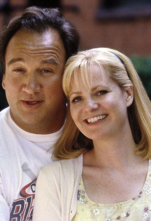 Joe (James Belushi, l.) und Megan Dayton (Bonnie Hunt, r.) freuen sich sehr, dass endlich ein Spenderherz für ihre Freundin Grace gefunden wurde ? - Bildquelle: Metro-Goldwyn-Mayer