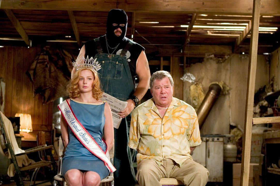 """Werden von Geiselgangstern entführt: """"Miss United States"""", Cheryl Frasier (Heather Burns, l.), und Stan Fields (William Shatner, r.). Kann das FBI s... - Bildquelle: Warner Bros. Television"""