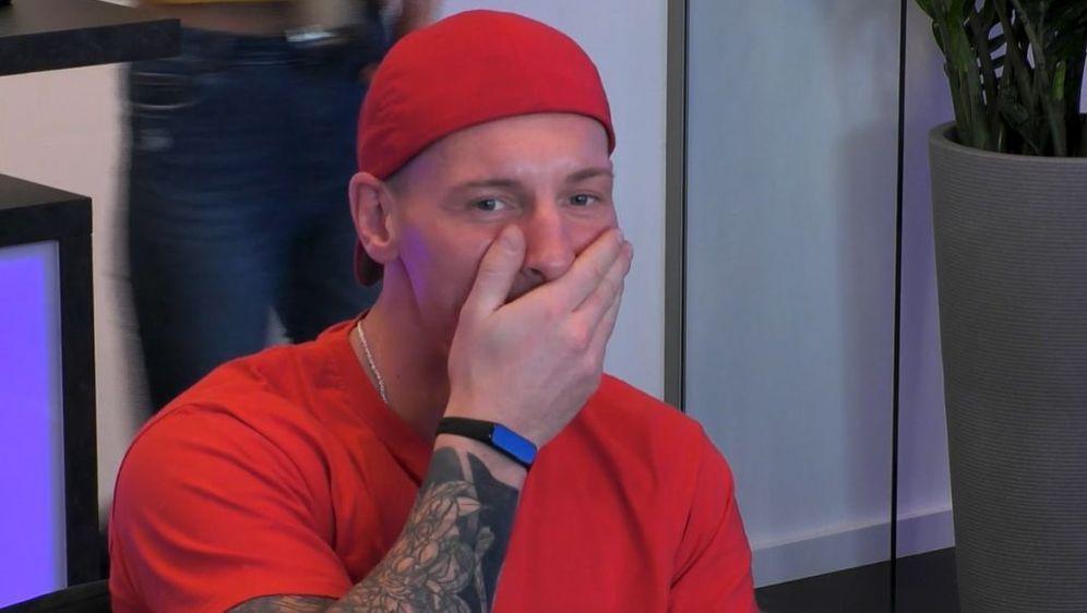 Asozial: Denny isst bei Big Brother lebendigen