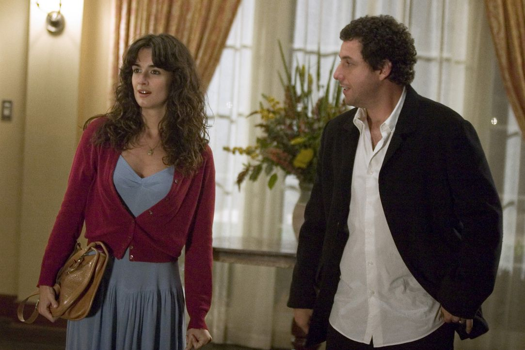 Trotz ihrer nicht vorhandenen Englischkenntnisse nimmt Flor (Paz Vega, l.) eine Stelle als Haushälterin in einer amerikanischen Familie an. Sie arb... - Bildquelle: Sony Pictures Television International. All Rights Reserved