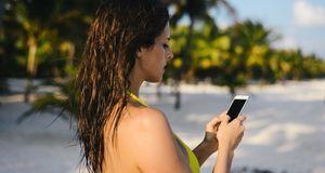 Intelligente Bikinis sollen per Sensor in Verbindung mit einer App die UV-Str...