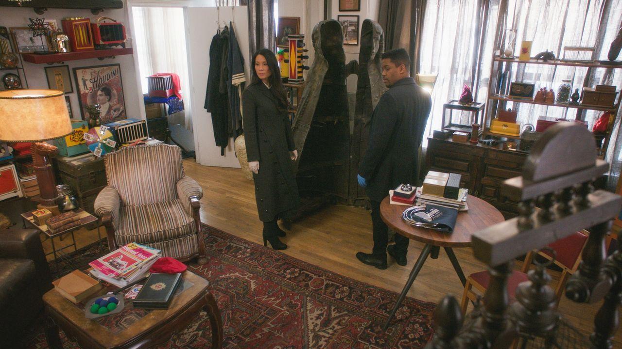 Bei den Ermittlungen um den Tod des Magiers kommen Watson (Lucy Liu, l.) und Bell (Jon Michael Hill, r.) nicht richtig voran. Ein bisschen Zauberei... - Bildquelle: 2017 CBS Broadcasting, Inc. All Rights Reserved.