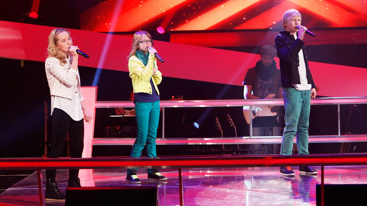 The-Voice-Kids-epi04-Luisa-Laura-Laurin-5-SAT1-Richard-Huebner - Bildquelle: SAT.1/Richard Hübner