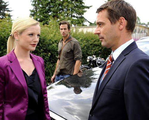 Helena gibt sich Stefan gegenüber siegesgewiss, obwohl sie ahnt, dass Michael mehr weiß als er zugibt ... - Bildquelle: Christoph Assmann - Sat1