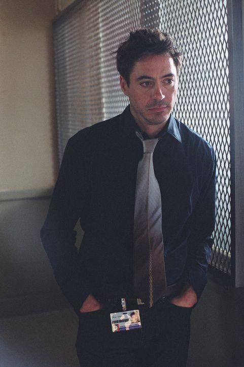 Zunächst kann Dr. Pete Graham (Robert Downey Jr.) gar nicht glauben, dass seine Kollegin unschuldig ist. Doch dann kommen ihm Zweifel ... - Bildquelle: 2004 Sony Pictures Television International. All Rights Reserved.