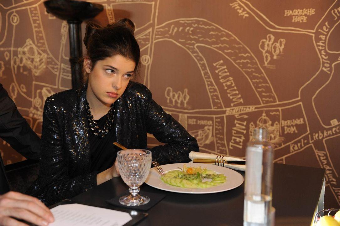 Ist von ihrer Diät, alles andere als begeistert: Amanda Stern (Marie Nasemann) ... - Bildquelle: SAT.1