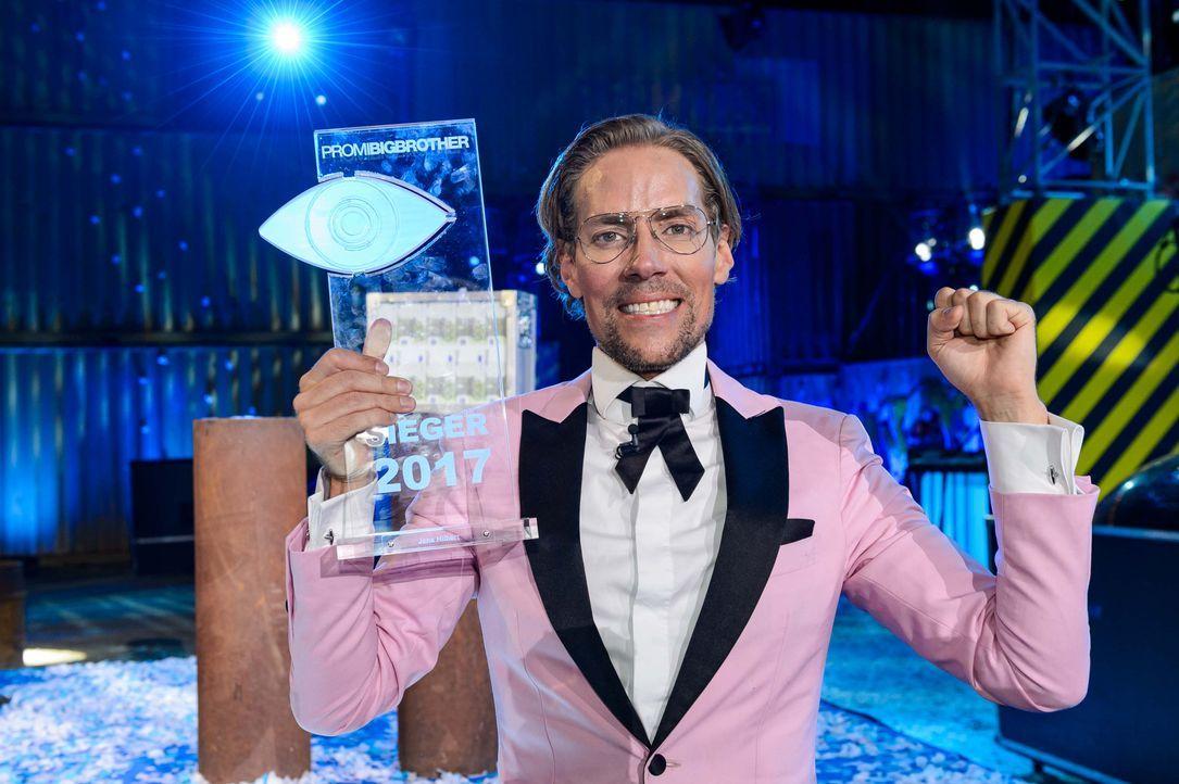 Jens Hilbert freut sich: Er gewinnt Promi Big Brother 2017 - Bildquelle: SAT.1