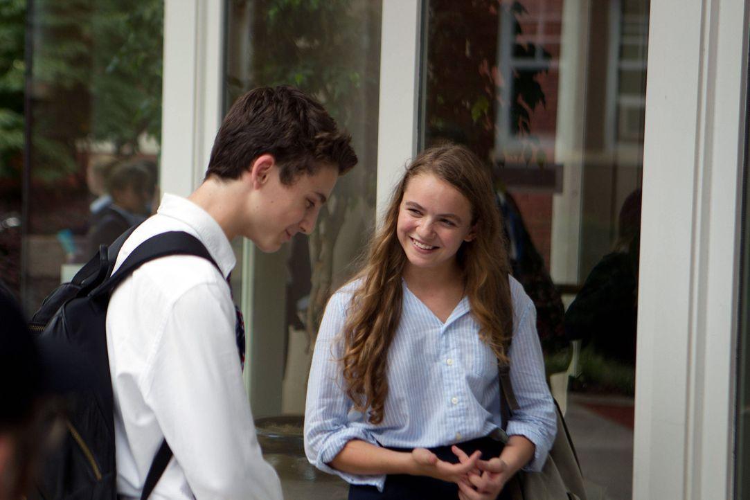 Danas (Morgan Saylor, l.) Beziehung zu Finn (Timothee Chalamet, r.) erreicht eine neue Stufe, nachdem ihr Date auf einmal eine todernste Richtung ei... - Bildquelle: 20th Century Fox International Television