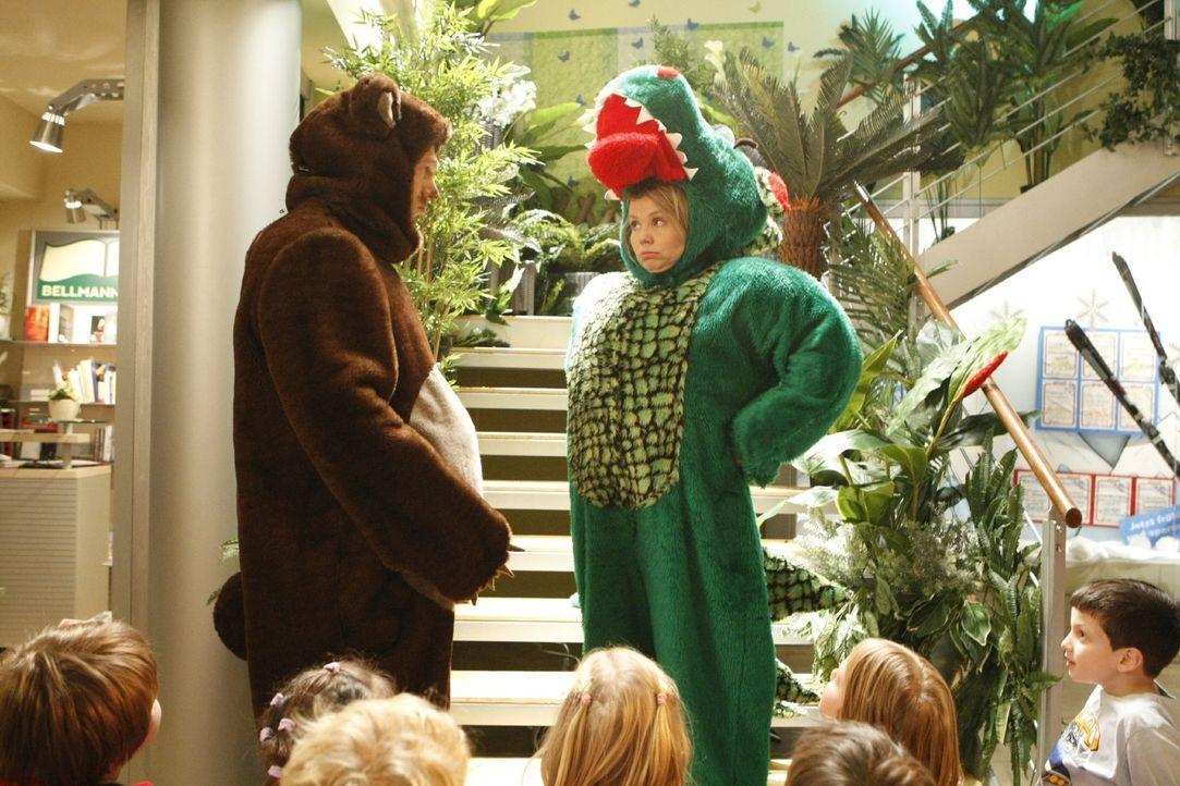 Nach der Kindergartenlüge muss Krokodanni (Annette Frier, r.) alles wieder gut machen und bekommt Hilfe von Sven (Jorres Risse, l.) ... - Bildquelle: SAT.1