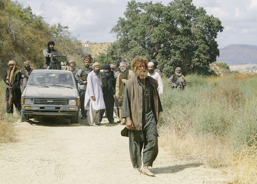 Geisel, Kriegsgefangener oder Verräter? Das SEAL Team soll Soldat Lucas Garner (Jake Lockett) gegen drei ranghohe Taliban austauschen - doch ist dem... - Bildquelle: Richard Foreman Richard Foreman/CBS  2017 CBS Broadcasting, Inc. All Rights Reserved