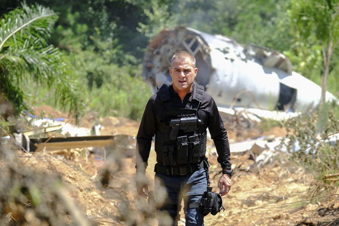 Nachdem Jack (George Eads) und sein Team ein Flugzeugwrack gefunden haben, begeben sie sich auf die Suche den verschwundenen Passagieren ... - Bildquelle: Guy D'Alema Guy D'Alema/CBS   2017 CBS Broadcasting, Inc. All Rights Reserved. TM