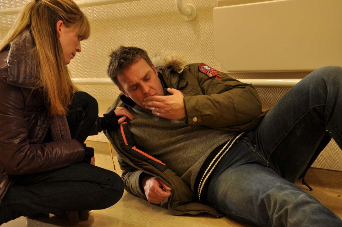Immer wieder müssen Katja (Sandra Corzilius, l.) und Chris (Christian Storm, r.) erleben, dass der Täter ihnen einen Schritt voraus ist ... - Bildquelle: Neue Moustache GmbH