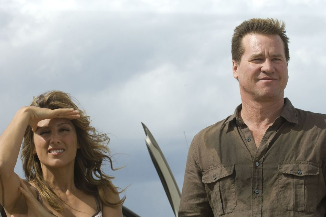 Haben einen starken Gegner, der kein Pardon kennt: der Army-Veteran MacPherson (Val Kilmer, r.) und Joanna (Jennifer Esposito,l.) ... - Bildquelle: 2008 Worldwide SPE Acquisitions Inc. All Rights Reserved.